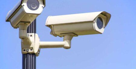 شروط تركيب كاميرات مراقبة في المنزل